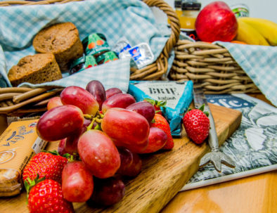 FDS28 - COMPLIMENTARY WELCOME BREAKFAST BASKET & CHEESE PLATTER